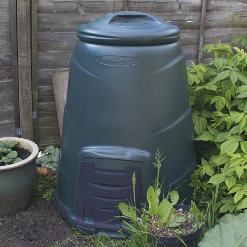 Plastic compost bin