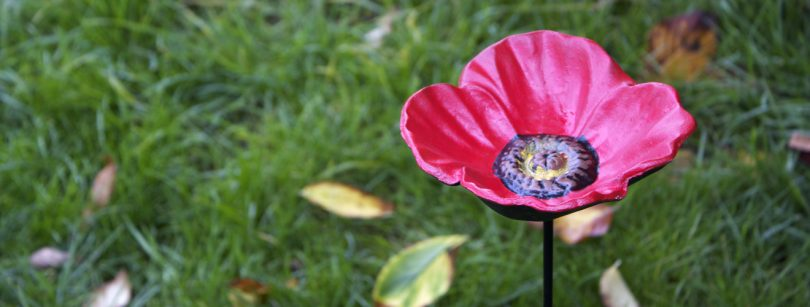 Gardman Poppy Bird Feeder